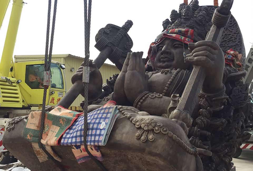 Great Buddha statue lifting